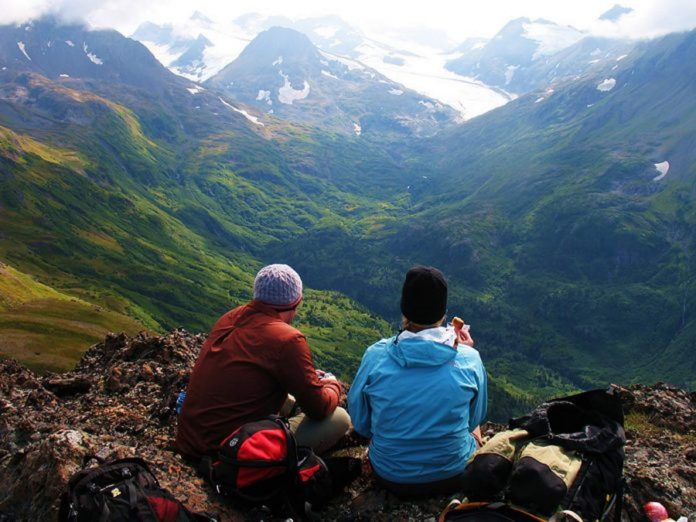 Alpine-ridge-with-a-pair-of-hikers-sitting-on-a-ridge