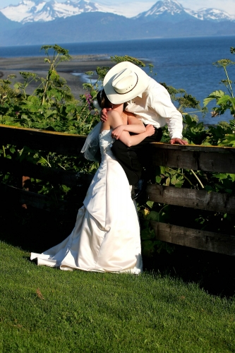Brid and Groom kissing